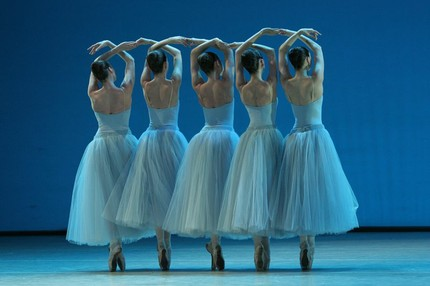 Балет Баланчина «Серенада» в Мариинском театре