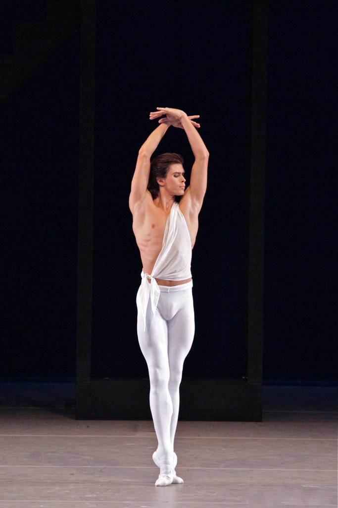 Звёзды балета: Артём Овчаренко | Belcanto.ru