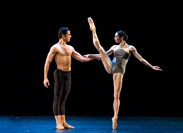 Танец демонстрирующие ножки Интернете