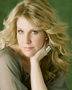 Джойс ДиДонато (Joyce DiDonato). Photo courtesy of Virgin Classics © Sheila Rock