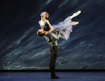 Zenaida Yanowsky and Rupert Pennefather in Alexei Ratmansky's 24 Preludes. © Dave Morgan, by kind permission of the Royal Opera House