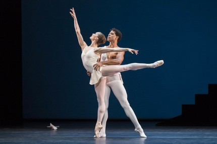 Nuñez and Acosta in Apollo. ROH/ Johan Persson