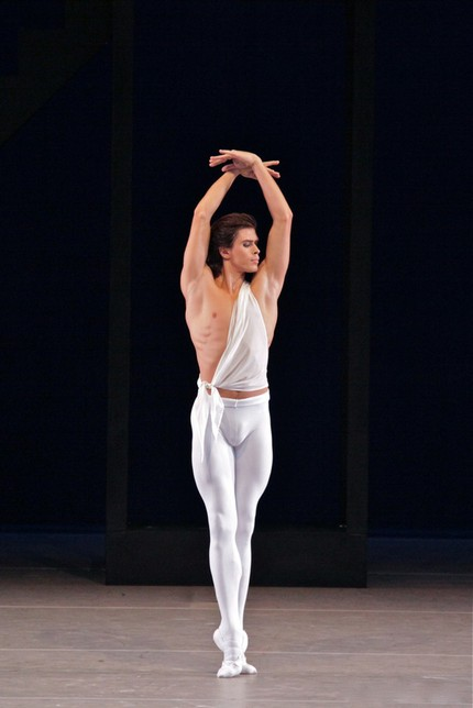 Артём Овчаренко в балете «Аполлон»