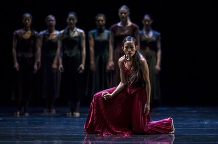 Балет «Тристан и Изольда: Поприветствуй за меня мир!» в парижском театре Шайо
