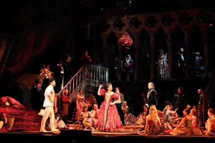 В Королевской опере умолкли «Сказки Гофмана»