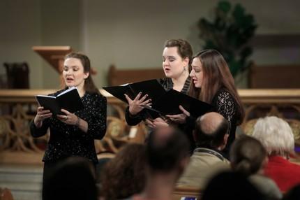 Танец в церкви, бал объятых пламенем и Турнейская месса...