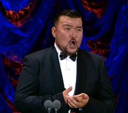 Михаил Пирогов: «Сегодня я хочу петь на оперной сцене!»