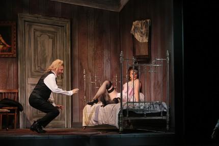Новая «Травиата» в «Геликон-опере» — драма парижских трущоб
