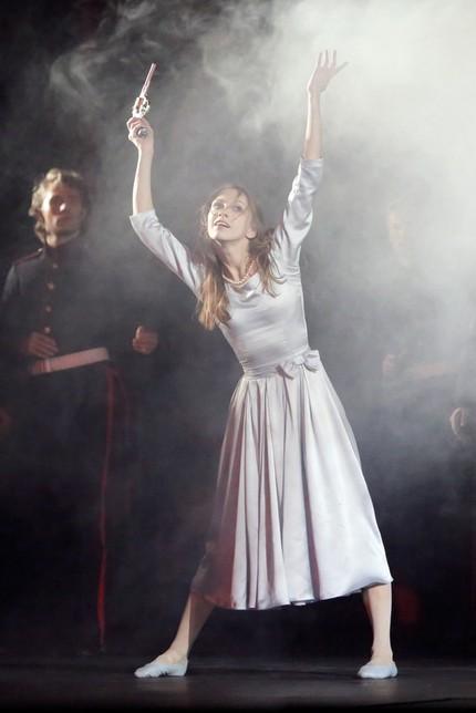 Гамлет не танцует, он в трауре